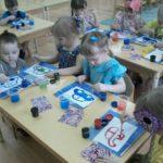 Дети рисуют автомобиль