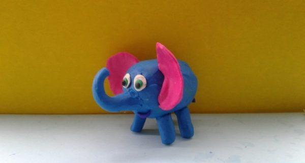 Слоник на коробочке из киндер-сюрприза
