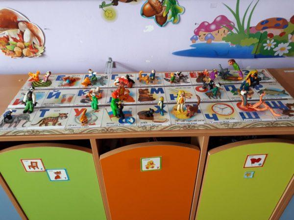 Выставка поделок на столе