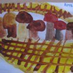 Корзина с грибами для ёжика