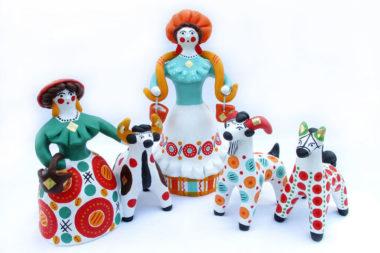 Лепка по мотивам дымковской игрушки знакомит детей с образцами народно-прикладного искусства
