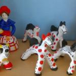 Выставка дымковский игрушек разных