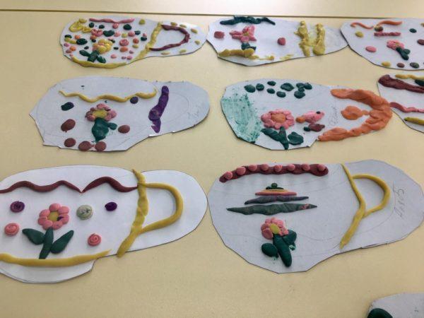 Рисунок посуды с пластилинографией
