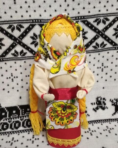 Кукла-Масленица в цветастом платке и с фартуком