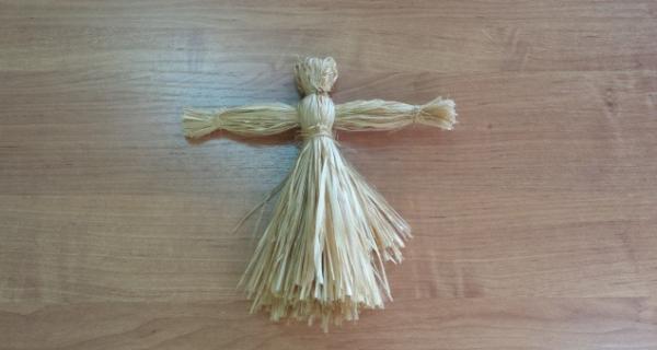 Кукла-Масленица из лыка с оформленной талией и кистями рук