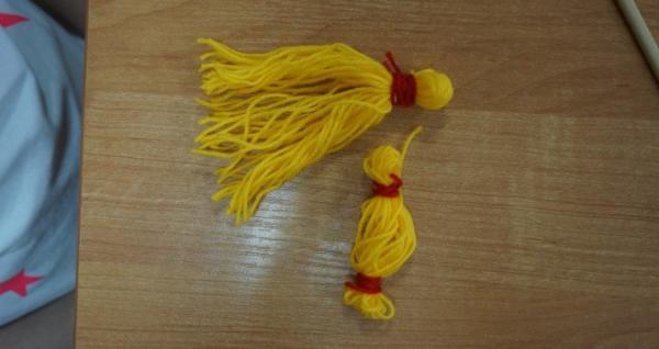 Оформленные голова и кистик рук куклы-Масленицы из ниток