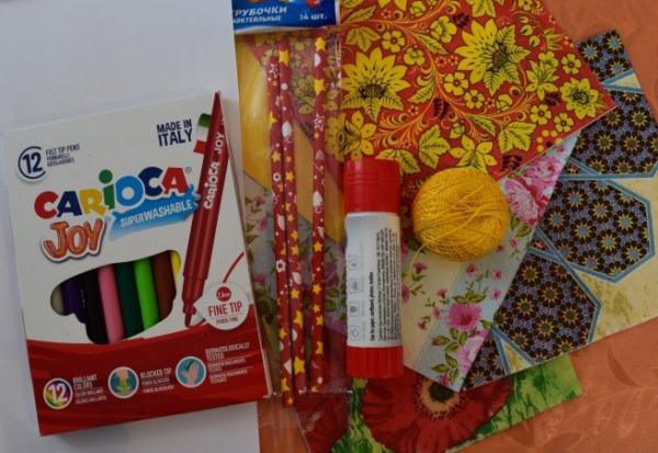 Материалы для изготовления куклы-Масленицы: салфетки, клей-карандаш, нитки, фломастеры и др