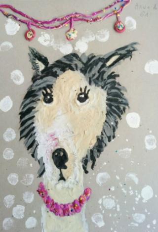 Рисованная морда собаки в ошейнике из пластилина