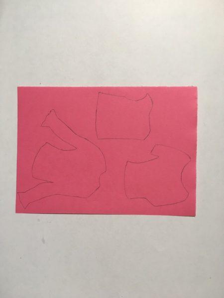 Обведённый шаблон на цветной бумаге