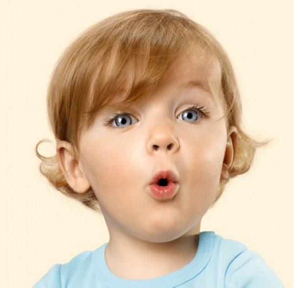 ребенок произносит звуки