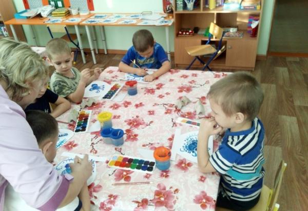 Занятие по декоративному рисованию фартука в средней группе