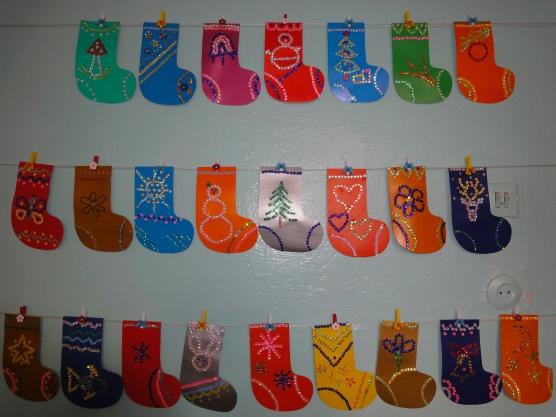 Разноцветные украшенные валенки