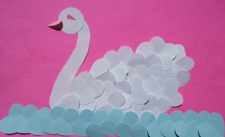 Аппликация Лебедь на воде
