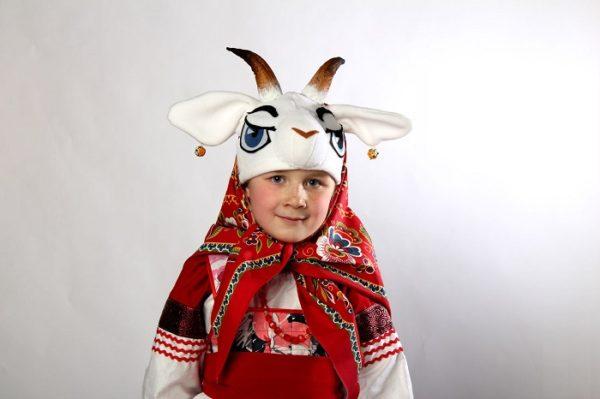 Девочка в шапочке козы