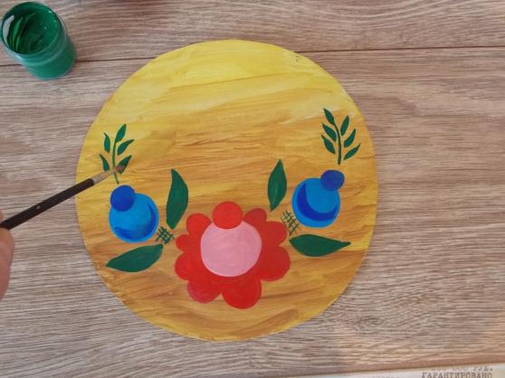 На рисунке появились симметричные листься и веточки