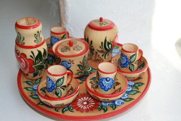 Набор деревянной посуды, расписанной городецкими мастерами