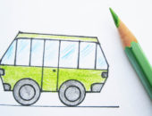 Рисунок автобуса и зелёный карандаш