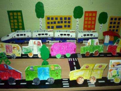 Коллаж из рисунков транспорта на тему Машины на улицах нашего города