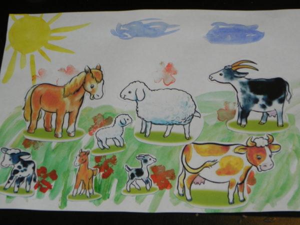 Домашние животные на лужайке