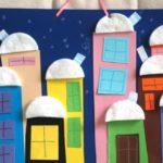 Многоэтажные дома со снежными шапками из ватных дисков