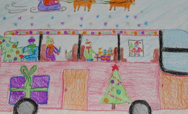 Автобус в новогоднем оформлении с пассажирами