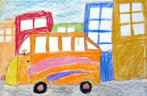 Оранжевый автобус едет мимо цветных домов
