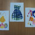 Три платья: с жёлтым пятном, в клетку и с цветами