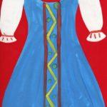 Синий сарафан на красном фоне