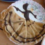 Блинная балерина на тарелке