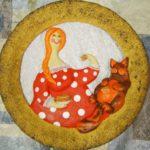 Поделка из солёного теста «Женщина с котом едят блины»