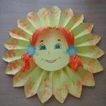 Солнышко с волосами из цветной бумаги