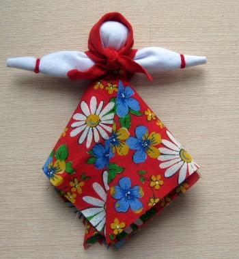 Надеваем головной убор — красный платок