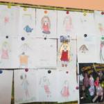 Выставка детских рисунков на стенде