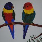 Попугайчики на ветке рисование ватными палочками