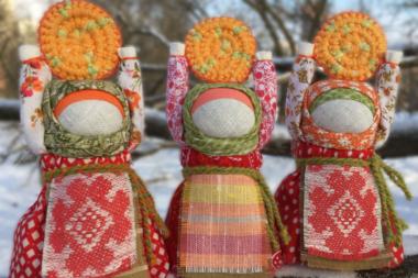 куклы-масленицы с блинами