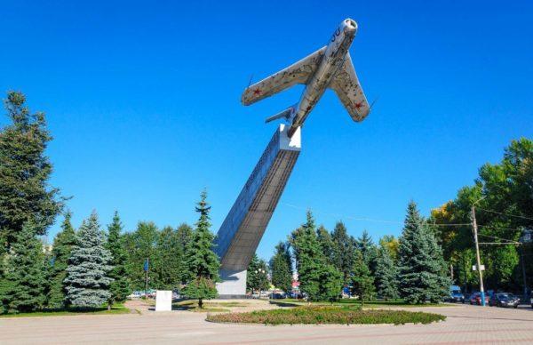 Памятник лётчикам в г. Брянске