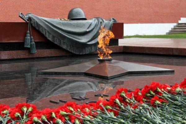 Вечный огонь в Москве на Красной площади