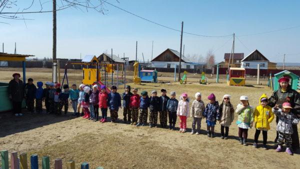 Дети построились на площадке