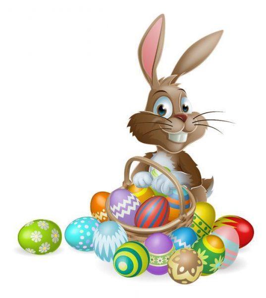 Пасхальный кролик с расписными яйцами