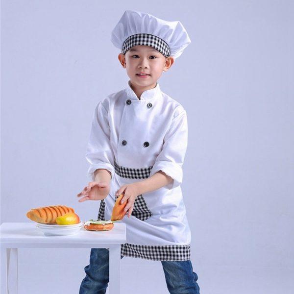 Мальчик в костюме повара