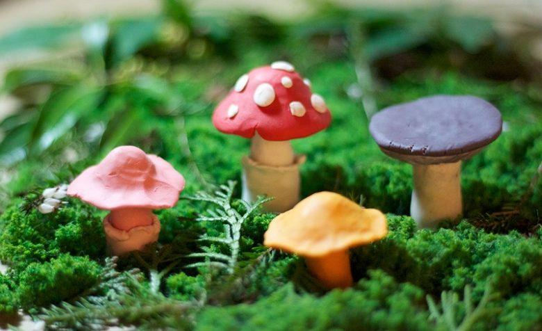 грибочки из пластилина
