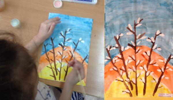 Девочка рисует почки на вербе методом примакивания; готовая композиция