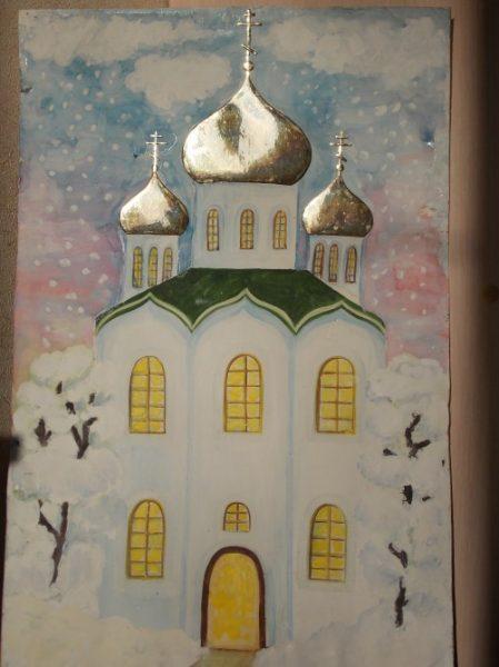 Храм с вырезанными из фольги куполами