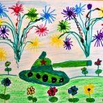 Танк на поляне с цветами