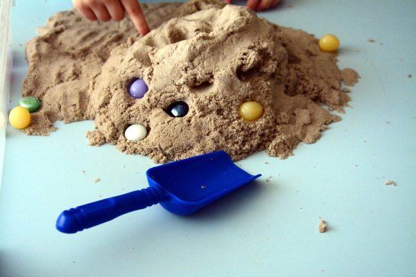 Песок и камешки