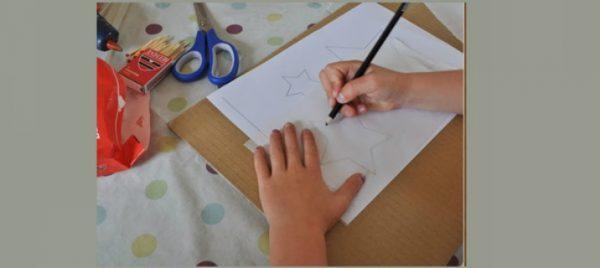 Ребёнок рисует звезду