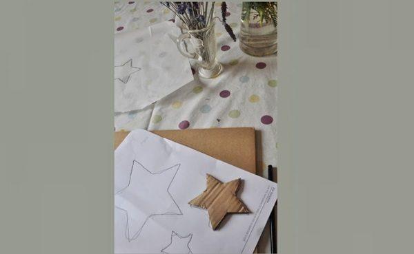 Картонная звезда на листе бумаги
