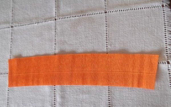 Лента оранжевой бумаги
