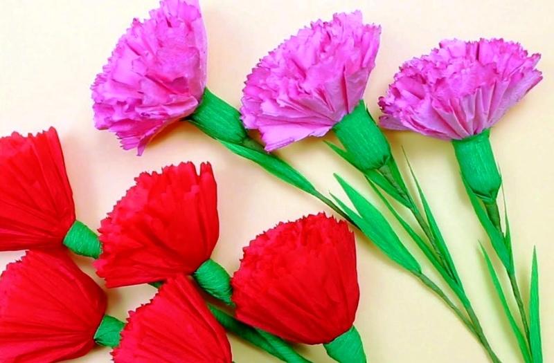 Гвоздики: пять красных и три лиловые