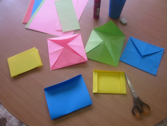 Разноцветные конверты для лэпбука